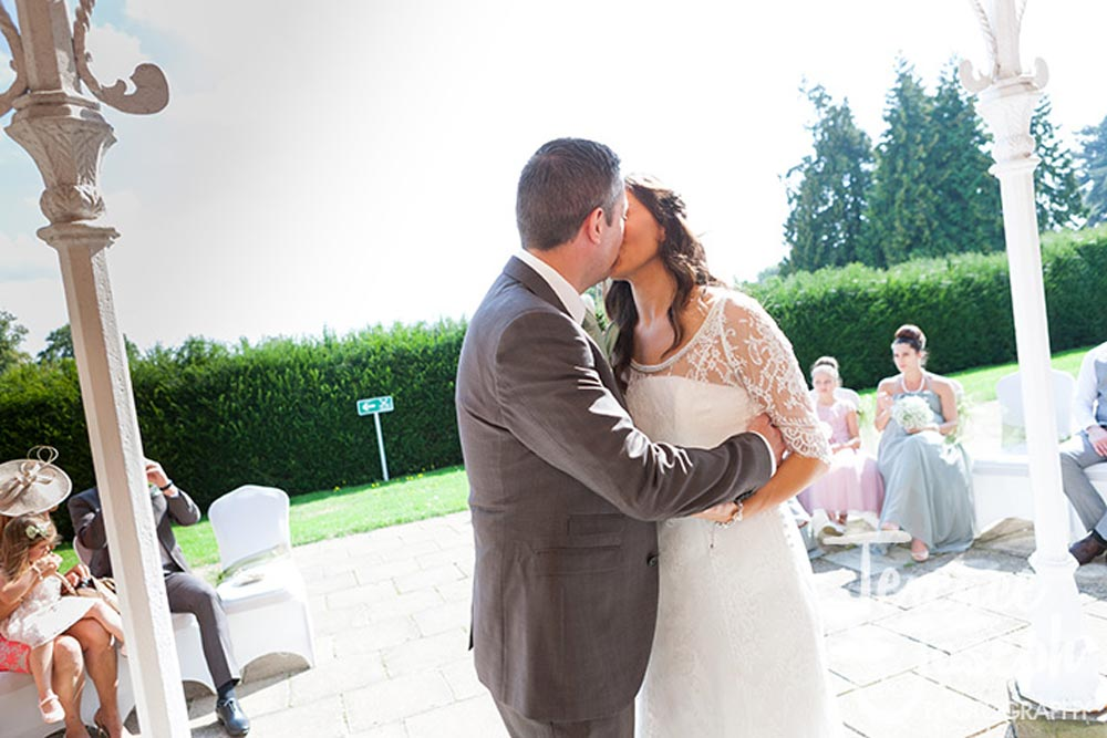 Outdoor first kiss at Oakwood House in Maidstone