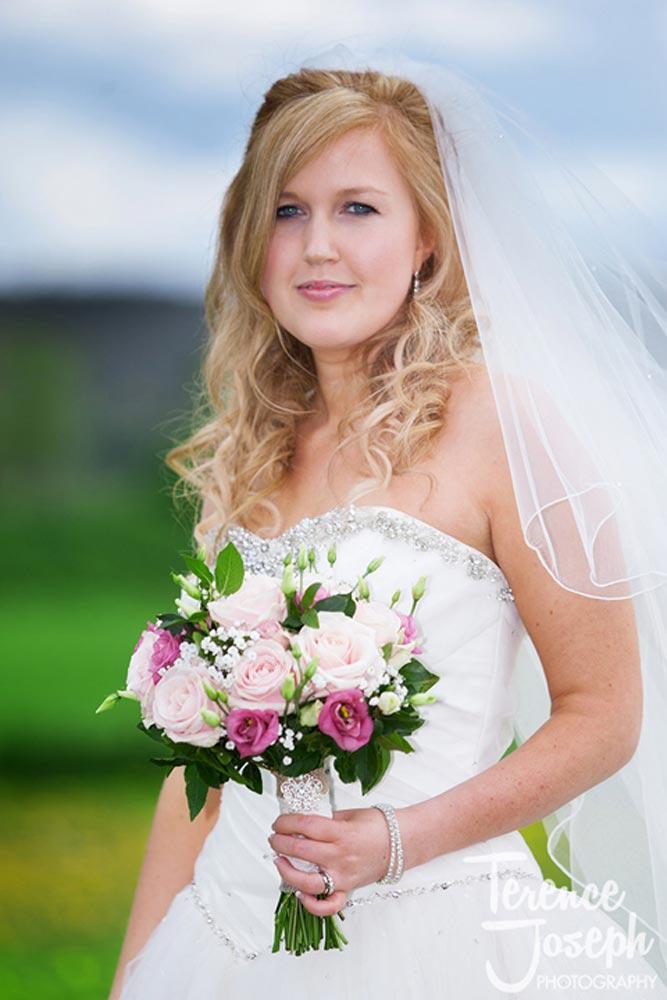 Beautiful brides photos outdoors