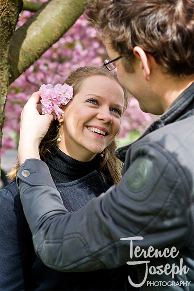 Beautiful engagement photo of the flower in the hair of the girl at Greenwich Park
