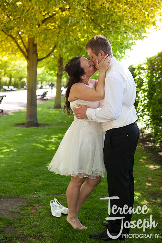 Love and shoes off the bride in Regents Park