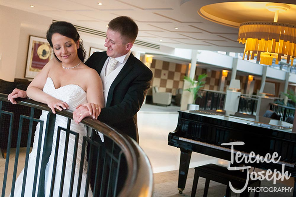 Relaxed wedding couple at Hotel London