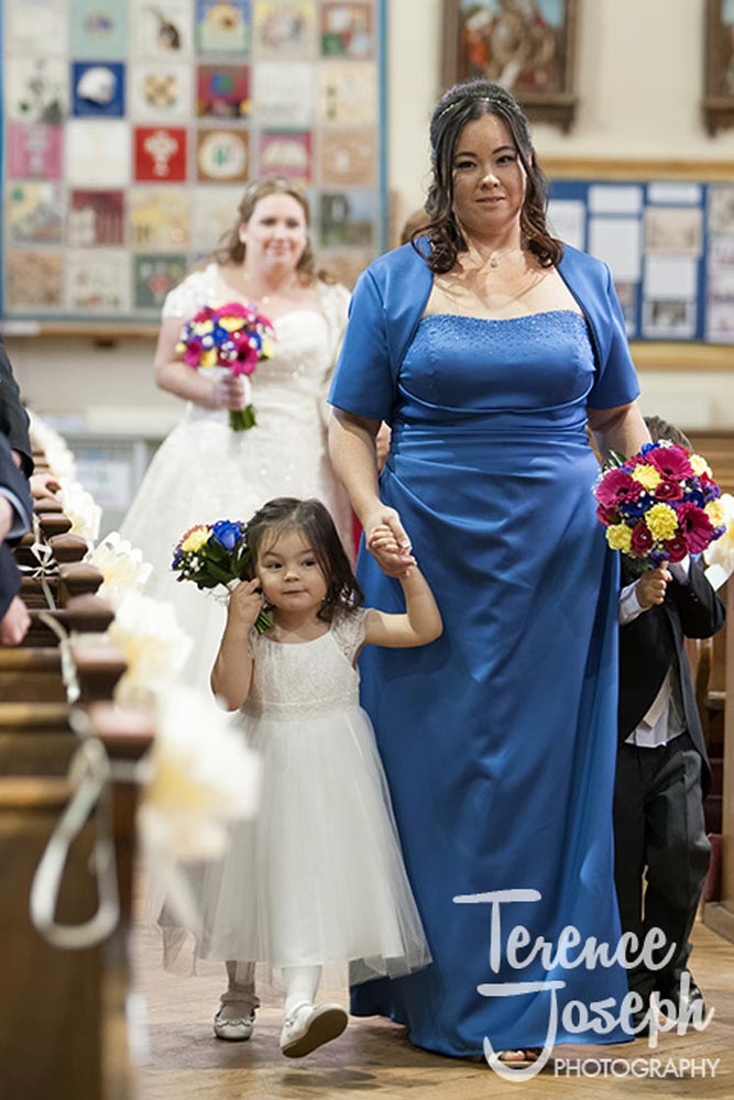 Flower girls walks down the aisle