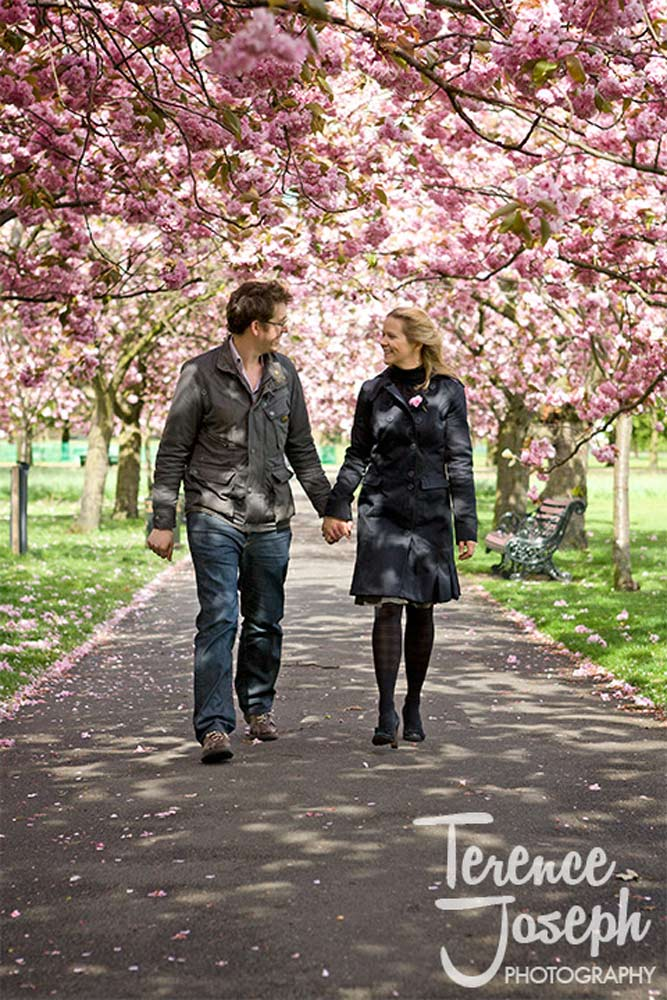 Greenwich Park engagement photos in spring